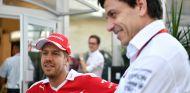 Mercedes no descarta cambiar a Bottas en 2018 por Vettel o Alonso - SoyMotor.com