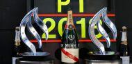 Trofeos que acreditan a Mercedes y Nico Rosberg como los vencedores del GP de Gran Bretaña