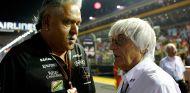 Vijay Mallya y Bernie Ecclestone en Marina Bay - SoyMotor.com