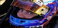 Vitaly Petrov en una fotografía como piloto de Lotus Renault - LaF1