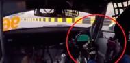 A un piloto se le rompe el volante en plena sesión en Macao - SoyMotor.com