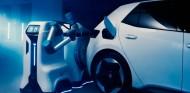 Volkswagen presenta un prototipo de su robot de recarga - SoyMotor.com