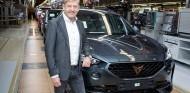 Wayne Griffiths en la línea de ensamblaje del Cupra Formentor - SoyMotor.com