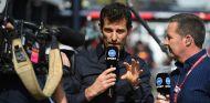 Mark Webber trabajando para la TV australiana en Melbourne - SoyMotor