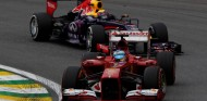 Fernando Alonso y Mark Webber en el GP de Brasil 2013 - SoyMotor.com