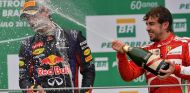 Mark Webber y Fernando Alonso durante el GP de Brasil 2013 - SoyMotor.com