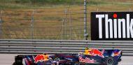 Sebastian Vettel y Mark Webber durante la carrera del GP de Turquía 2010 - SoyMotor.com