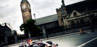 Mark Webber en la exhibición de Red Bull en Londres en 2012 – SoyMotor.com