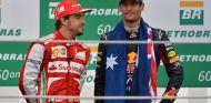 Fernando Alonso (izq.) y Mark Webber (der.) – SoyMotor.com