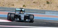 Wehrlein durante unos test con Mercedes - LaF1