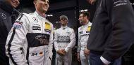 Pascal Wehrlein conversa con Toto Wolff en el Stars&Cars de Mercedes - LaF1