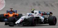 Sergey Sirotkin y Fernando Alonso en Austin - SoyMotor.com