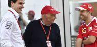 Wolff, Lauda y Vettel durante un Gran Premio en 2016 - SoyMotor