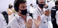 Toto Wolff durante la clasificación del GP de Baréin F1 2021 - SoyMotor.com