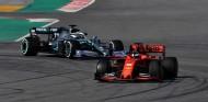 Valtteri Bottas persigue a Sebastian Vettel en los test de pretemporada - SoyMotor