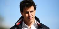 Wolff se ríe de los rumores de riña con el presidente de Daimler - SoyMotor.com