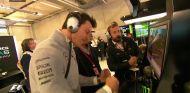 Toto Wolff reacciona al accidente tras verlo en los monitores - LaF1