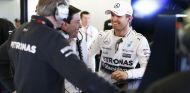 Toto Wolff y Nico Rosberg en el box de Mercedes - LaF1