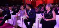Toto y Susie Wolff, junto a Lewis Hamilton y su madre, Carmen Lockhart en Catar - SoyMotor.com