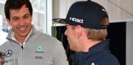 """Jos Verstappen niega el interés de Mercedes en Max: """"Wolff ni tiene su número"""" - SoyMotor.com"""