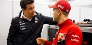 Vettel mantiene Mercedes como opción; pero Wolff tiene claras sus prioridades - SoyMotor.com