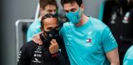 Mercedes confía en que Hamilton dé negativo hoy y pueda ir a Abu Dabi - SoyMotor.com