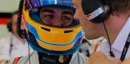 Fernando Alonso y Alex Wurz en Baréin - SoyMotor.com