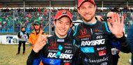 Naoki Yamamoto con Jenson Button, su compañero en el SuperGT - SoyMotor