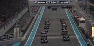 La FIA busca una solución para que los pilotos vean mejor los semáforos - SoyMotor.com