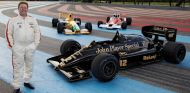 Zak Brown ante algunos de sus monoplazas: Lotus 98T, Benetton B191 y McLaren M26 - SoyMotor.com