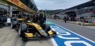 Zhou estrena los Pirelli de 18 pulgadas con Pole en Austria - SoyMotor.com