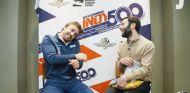 Alonso sigue en forma: parte nueces con el cuello como hace diez años