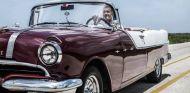 Coulthard visita el Rallye de coches clásicos de La Habana