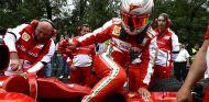 Kamui Kobayashi en el Moscow City Racing con Ferrari