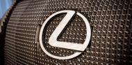 Lexus IS: cartón, papel y cientos de horas de trabajo