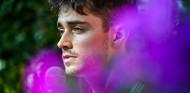 Leclerc sorprende al piano, pero es el enésimo piloto virtuoso de los instrumentos musicales - SoyMotor.com