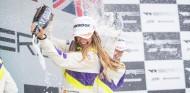 Marta García celebra su victoria - SoyMotor