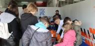 Kilian Meyer atiende a niños diabéticos en el Circuit – SoyMotor.com