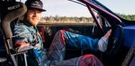 Conducir sin brazos no es imposible: mira cómo lo hace Bartosz Ostalowski - SoyMotor.com