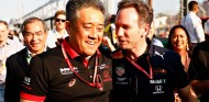 Misashi Yamamoto y Christian Horner en el GP de Australia - SoyMotor
