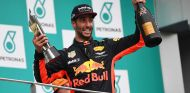 Daniel Ricciardo en el podio de Sepang - SoyMotor.com
