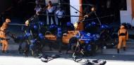 Milagro de Sainz con la ayuda de estrategas y mecánicos de McLaren– SoyMotor.com