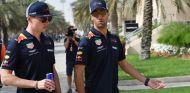 Max Verstappen con un Red Bull y Daniel Ricciardo - SoyMotor.com