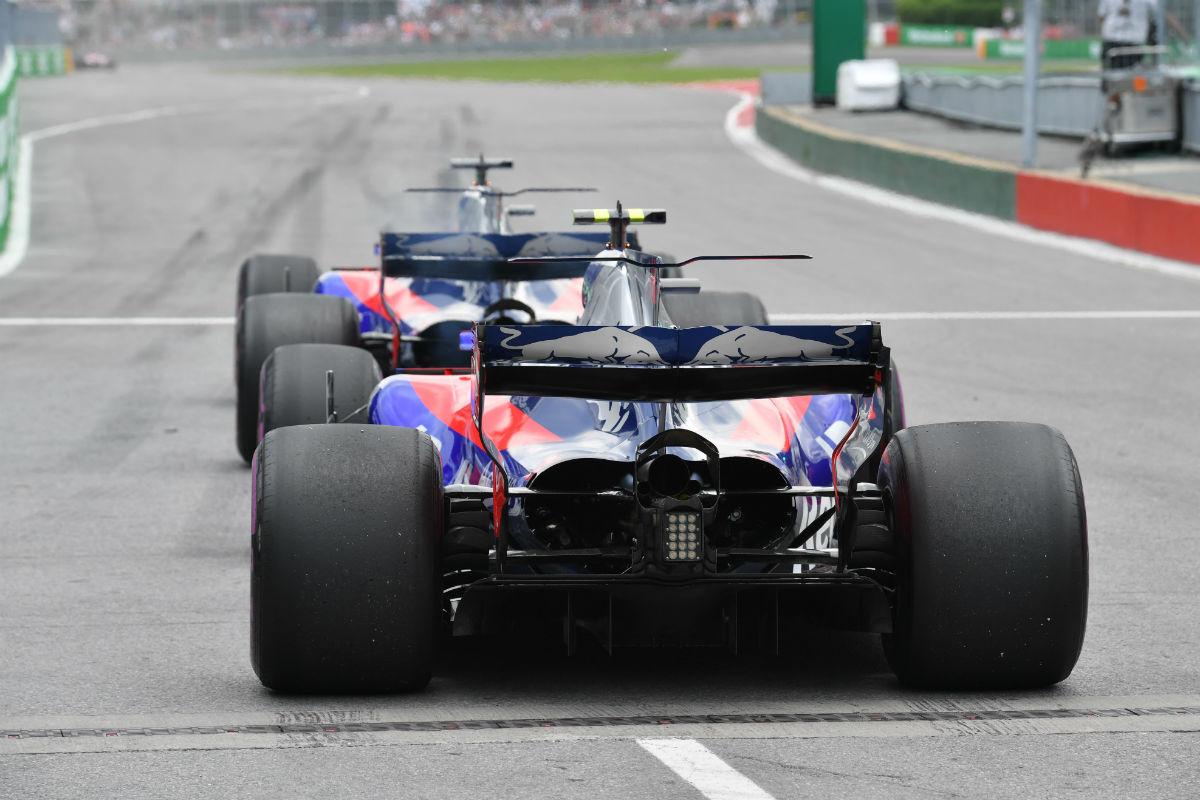 Sainz y Kvyat durante un GP esta temporada - SoyMotor.com