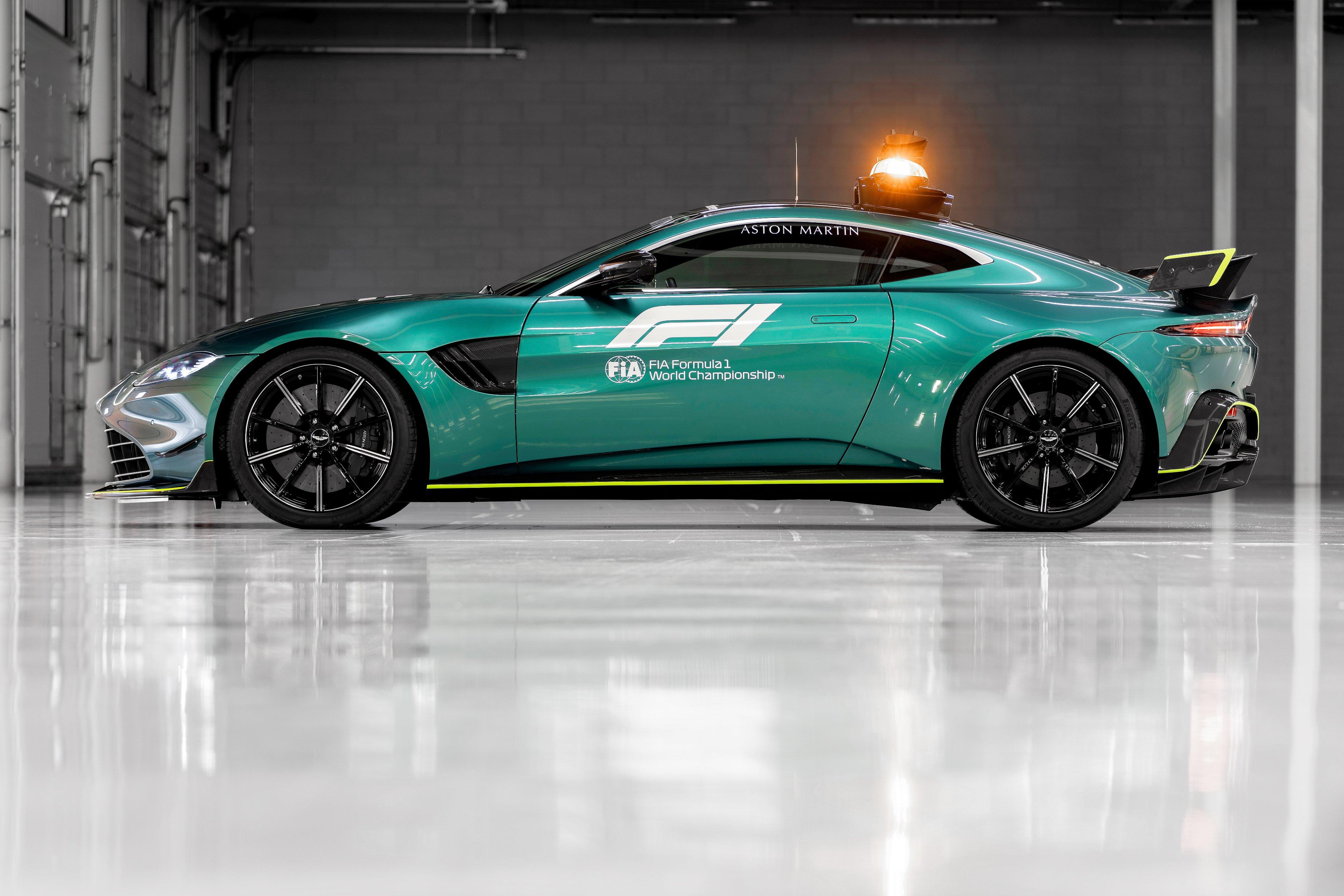 aston-martin-vantage-safety-car-1-soymotor.jpg