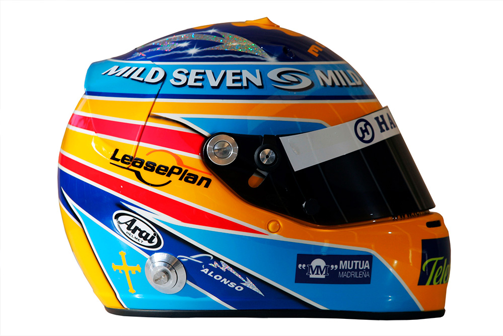 casco-alonso-temporada-2006-soymotor.jpg