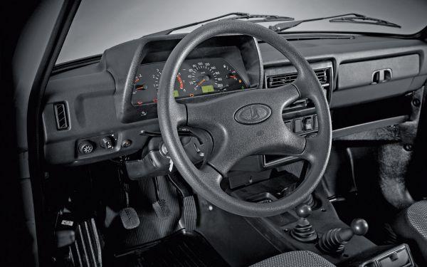 lada_niva_interior_soy_motor_0.jpg