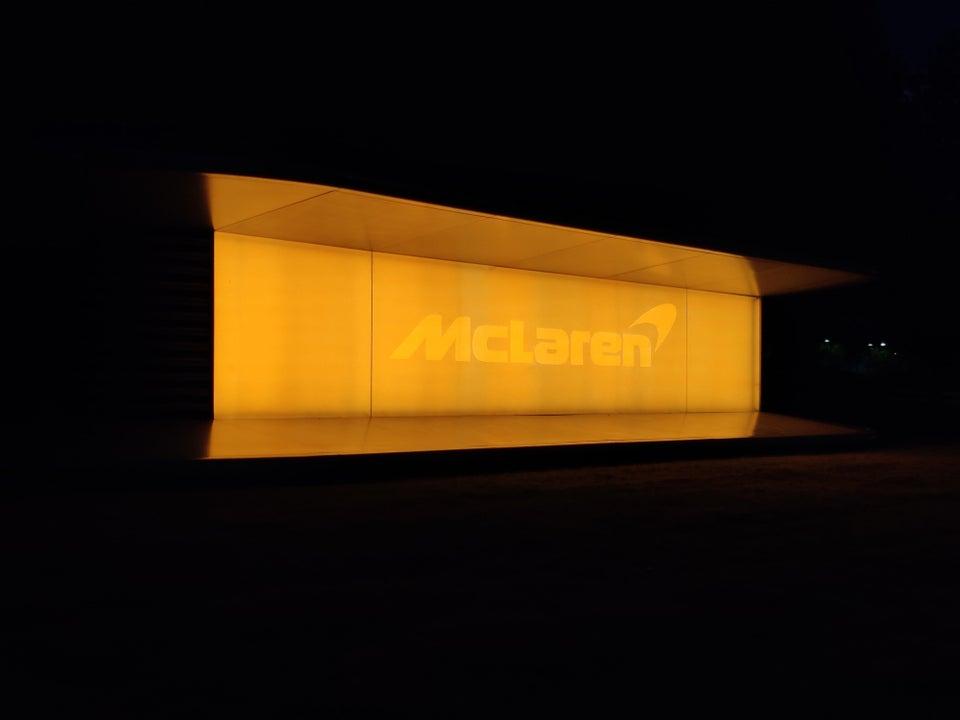 mclaren-iluminado-naranja-soymotor.jpg