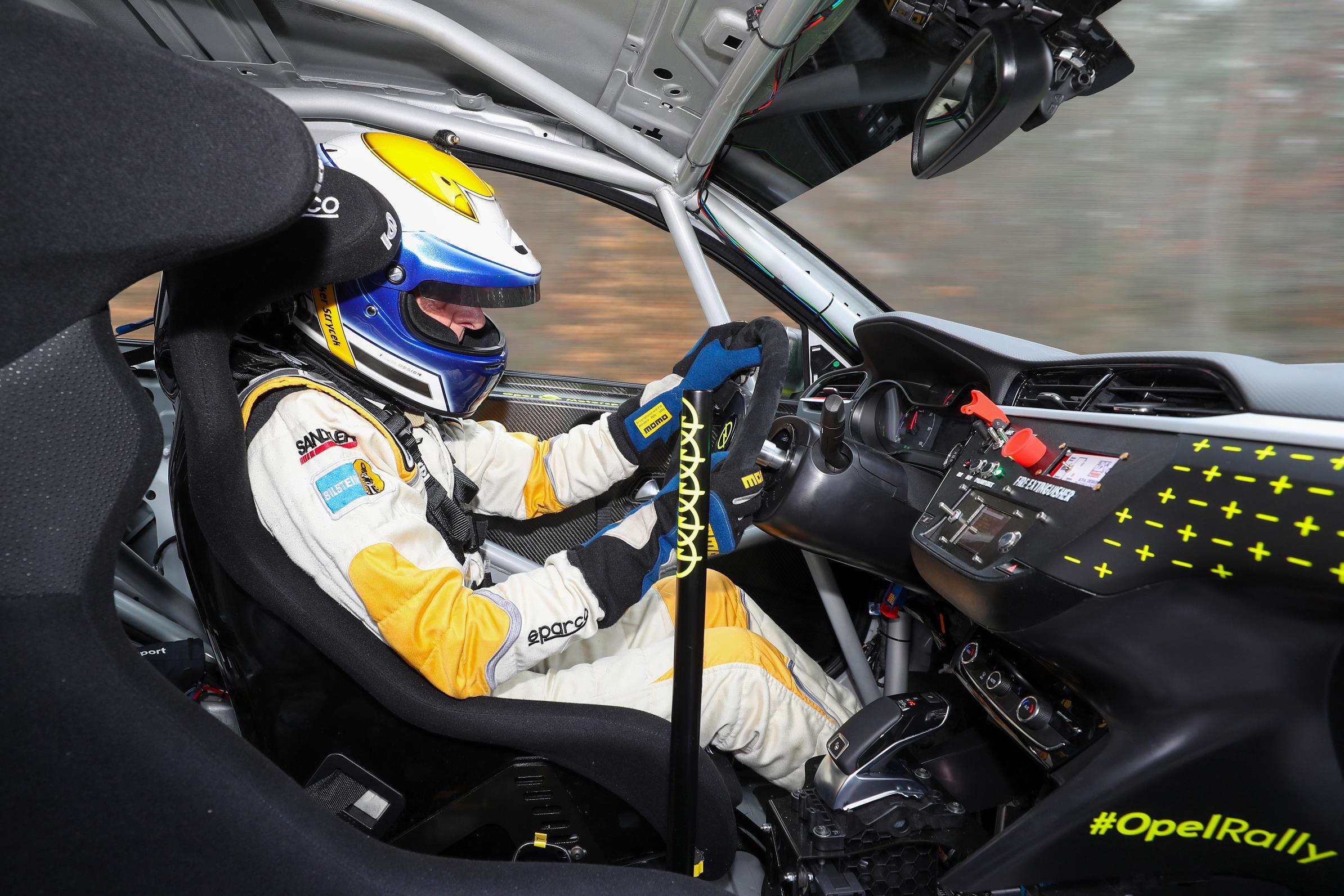 opel-corsa-e-rally-piloto-soymotor.jpg