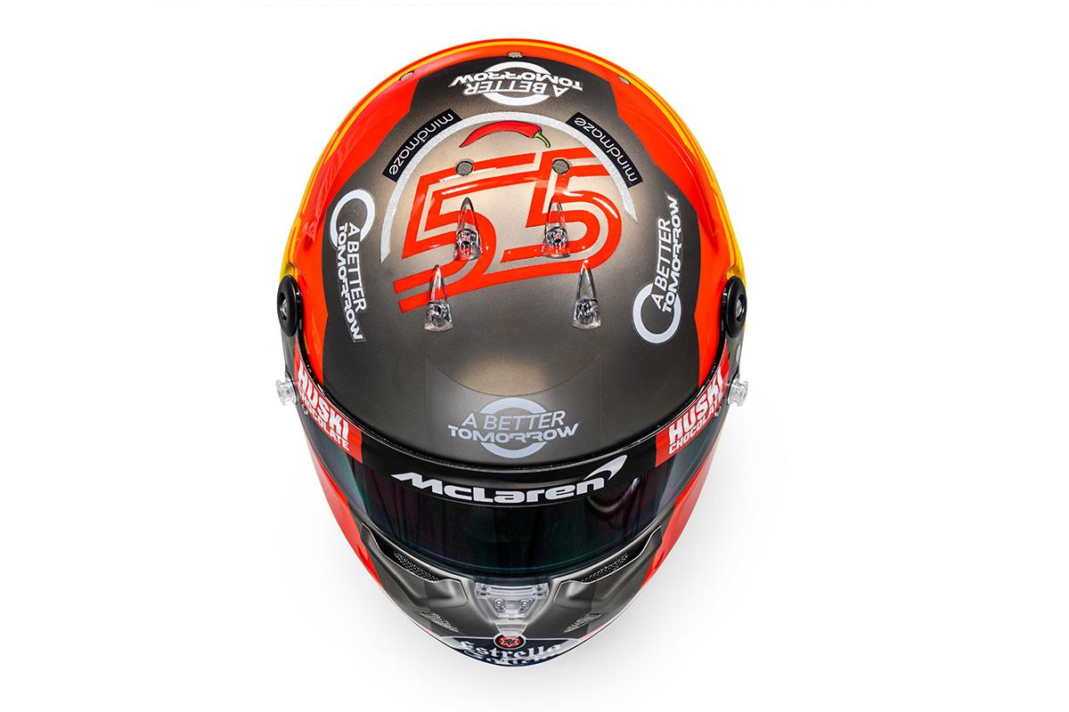 sainz-casco-2020-cenital-soymotor.jpg